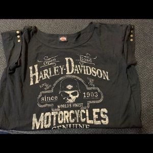 Harley Davidson shirt with rivets on sleeves